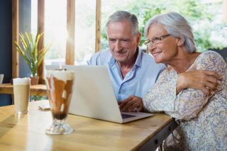 Bigstock-Senior-couple-using-laptop-in--184574347